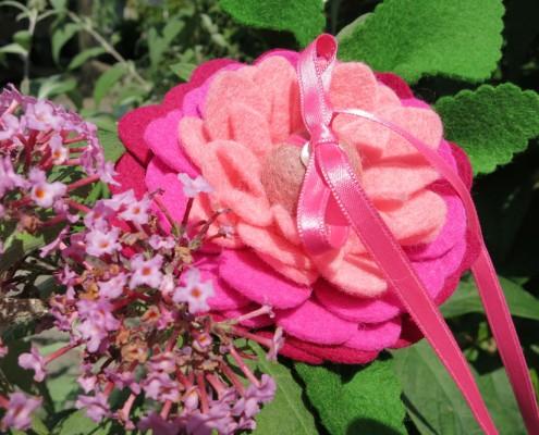 bruiloft-Be-flowerd-ringbloem-roze-(4)